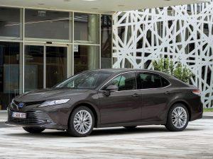 Toyota Camry Hybrid 2020: Elegancia, confort y eficiencia.