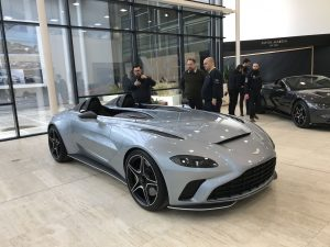 Aston Martin V12 Speedster: deportividad, lujo, exclusividad y 700 CV