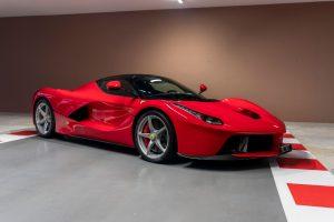 Sebastian Vettel pone a la venta su colección de carros